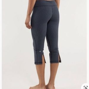 NWOT Lululemon Gather and Crow Crop (Inkwell Strip